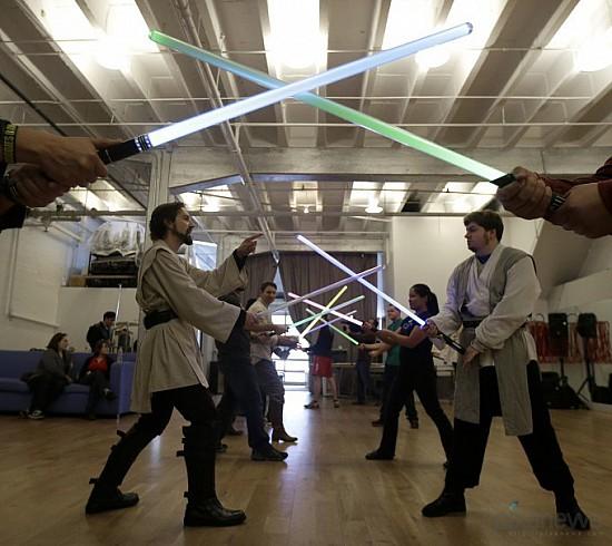 Обучиться фехтованию на световых мечах
